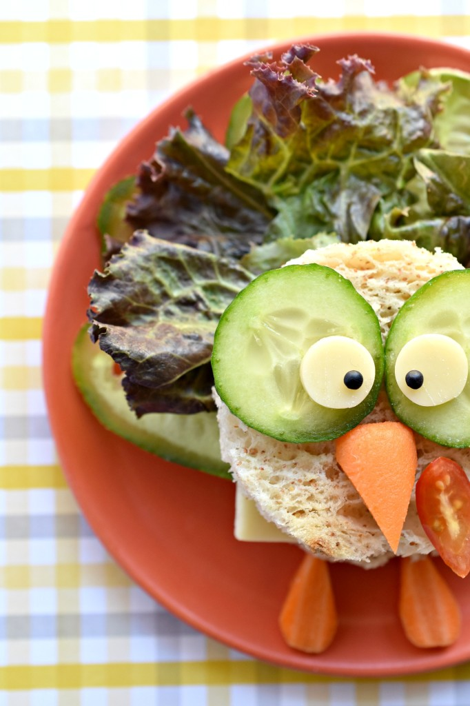 Look at this turkey sandwich. What a fun idea for a kid friendly Thanksgiving!